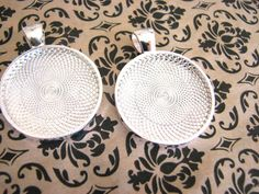 50 Silver Plated Round Bezels Pendant Trays by theglassconnection, $30.00
