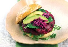 Hier ist er: Der herzhafte, köstliche Veggie Burger, der jeden Frikadellen-Esser neidisch macht. YOGA JOURNAL teilt das Rezept mit euch