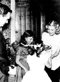 princessgracekelly1956:  Princess Grace accepts flowers from two girls in Ocean City as Prince Rainier looks on, September 1956 (Photo source: Ocean City, New Jersey By Frank Esposito)