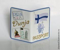 Обложка на загранпаспорт женская вышитая `Финляндия`. Эффектная вышитая обложка для паспорта с флагом Финляндии и марками Европы.  Возможно исполнение такой обложки с флагом любой европейской страны.    Вышивка выполнена вискозой, золотом и серебром на иск.коже.