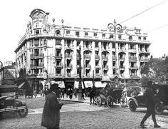 """""""Bucureştiul nu are nimic original, nimic individual. Totul este de împrumut. Un Rege frumuşel, de origine germană, locuieşte într-un palat drăgălaş, împrejmuit de o curte împopoţonată, care seamănă mai curând cu o prefectură franceză. Guvernul este asemeni celui belgian… Poliţiştii franţuziţi îi agresează pe acei ţăranii, oameni ai pieţelor, care îndrăznesc să taie Calea Victriei, întrerupând, astfel, procesiunea vreunei femei întreţinute. Cabaretele şi music-hall-urile se aseamănă cu…"""