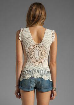 Blusa con detalle hermoso en la espalda