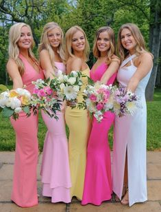 Besties at prom Pretty Prom Dresses, Hoco Dresses, Dance Dresses, Homecoming Dresses, Cute Dresses, Preppy Homecoming, Homecoming Pictures, Prom Photos, Prom Pics