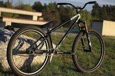"Képtalálat a következőre: ""district ns bikes"" Dirt Jumper, Dirt Biking, Dirtbikes, Jumpers, Mtb, Bicycle, Street, Bike, Mtb Bike"