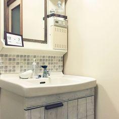"""手洗いに洗顔、歯磨きなど、洗面所は毎日使う場所です。だからこそいつでも清潔にしていたいもの。さらに言うなら目指したいのは、""""生活感0""""なおしゃれ感でしょう。簡単にできるインテリア術をご紹介します! Modern Sink, Flat Ideas, Washroom, Diy Kitchen, My Room, Diy And Crafts, Layout, House Design, Interior Design"""