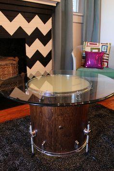 Reciclando un tambor de batería viejo y convirtiéndolo en una mesa. He estado buscando esta idea y al fin la encontré!!! Yupi!!