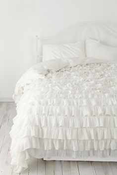 white comforter from urban outfitters