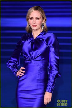 Emily Blunt & Meryl Streep Hit Blue Carpet at 'Mary Poppins Returns' European Premiere! Blue Carpet, Red Carpet Looks, Emily Blunt Mary Poppins, Priyanka Chopra Wedding, The Young Victoria, Beauty Uniforms, Dress Skirt, Bodycon Dress, Couture