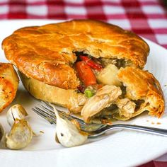 An old fashioned favourite with an updated method to ensure a crispy pastry and intensely flavourful filling. A comfort food classic. The post Turkey Pot Pie appeared first on Rock Recipes. Rock Recipes, Pie Recipes, Chicken Recipes, Recipies, Dessert Recipes, Atkins Recipes, Pecan Recipes, Coconut Recipes, Health Recipes