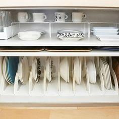 あなたの家の食器棚、上手く収納されていますか?扉を閉めてしまえば見えないし、見えない場所に気を使う必要はない、なんて方も多いのでは。そこで今回はInstagramで見つけた真似したくなる食器収納術をご紹介していきます。