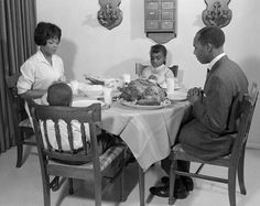 Before the era of single income households, and the growing rate of single parents, the disappearance of the structured work day and week and the decimation of core morals and values by the impuls. Thanksgiving Photos, Vintage Thanksgiving, Happy Thanksgiving, Thanksgiving Leftovers, Good Parenting, Single Parenting, Saying Grace, Black Families, African American History