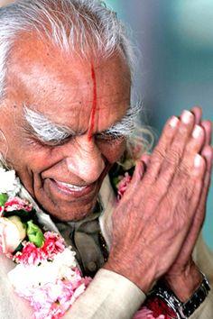 2005 BKS (Bellur Krishnamachar Sundararaja) Iyengar: Yoga Guru ...... #bksiyengar #yoga #yogaguru #iyengaryoga #yogafounder