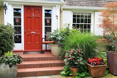 A good quality entry door is vital to any home, enhancing its aesthetic, security, and energy efficiency. Learn more here. Small Front Garden Ideas Terraced House, Small Front Gardens, Front Door Plants, Front Door Colors, Jardin Feng Shui, Traditional Front Doors, Diy Trellis, Painted Front Doors, Garden Photos