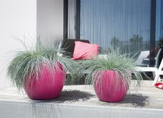 Pot de fleur chic & coloré -- > http://www.achatdesign.com/catalogue/mobilier-exterieur/decoration-du-jardin/rola-pot-de-jardin-design.html