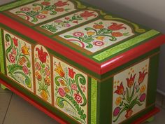 Art Dekor SCSK / Hungarian painted furniture / Tulipános láda www. Painted Trunk, Painted Chest, Painted Chairs, Hand Painted Furniture, Paint Furniture, Mirror Painting, Dot Painting, Painting On Wood, Retro Furniture Makeover