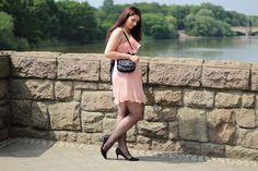 [Outfit] Mein Look zum ersten Hochzeitstag - http://maryloves.de/outfit-mein-look-zum-ersten-hochzeitstag/ - outfit - hochzeit - hochzeitstag - papierhochzeit - look - fashion - kleid - dress - one-shoulder