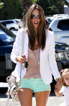White blazer, nude tanks, and mint shorts. Looks Street Style, Looks Style, Mode Outfits, Short Outfits, Chic Outfits, Mode Shorts, Cute Outfits With Shorts, Blazer Outfits, Blazer Fashion