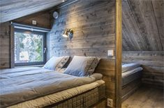 We all know that best ski resorts are in Alps or Pyrenees and best mountain homes are French or Swiss chalets. But do not forget the Scandinavians has ✌Pufikhomes - source of home inspiration Attic Bedroom Designs, Attic Bedrooms, Arched Cabin, Scandinavian Cottage, Cabin Loft, Wooden Cottage, Small Space Interior Design, A Frame House, Cabin Interiors