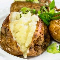 How to make Jacket Potatoes in the Actifry. Crispy skin with a fluffy center - a super easy dinner which is much quicker (and tastier) than oven-cooked. Baked Potato Recipes, Baked Potatoes, Grilled Eggplant Recipes, Actifry Recipes, Air Frier Recipes, Super Easy Dinner, Vegetarian Recipes, Healthy Recipes, Healthy Food
