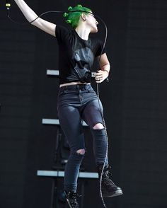 This photo is so cool praise #hayleywilliams#paramore