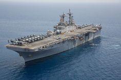 The amphibious assault ship USS Kearsarge (LHD Go Navy, Royal Navy, Navy Aircraft, Military Aircraft, Uss Kearsarge, Landing Craft, Naval History, Navy Marine, United States Navy