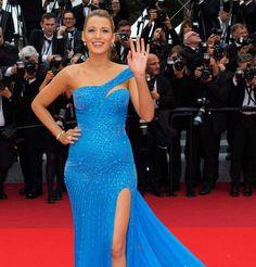 Blake Lively en robe Atelier Versace pendant sa deuxième grossesse