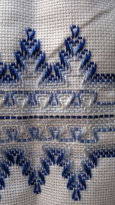 Embroidery Stitches Tutorial, Diy Embroidery, Embroidery Patterns, Cross Stitch Patterns, Bargello Patterns, Bargello Needlepoint, Huck Towels, Swedish Weaving Patterns, Swedish Embroidery