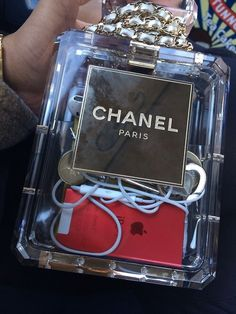 Image via We Heart It https://weheartit.com/entry/95919610/via/3237722 #case #chanel #chic #fashion #ipod #trendy #islovely
