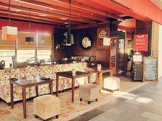 Boka buka yang berlokasi di jl. cipete raya no.7  dan jl. metro pondok indah ini menyediakan berbagai menu khas perancis yang cukup lengkap dengan bahan yang berkualitas. Restoran ini didesign sangat cantik ditambah nuasa yang cukup romatis. http://www.yotomo.com/bokabukasg