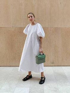 Summer Fashion Tips .Summer Fashion Tips Big Dresses, Cotton Dresses, Dress Over Jeans, Define Fashion, Quoi Porter, Casual, Street Style, Mode Outfits, Who What Wear