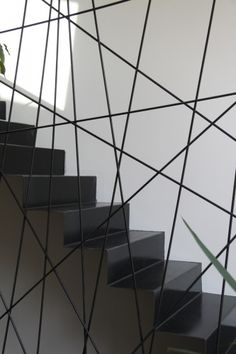 Garde-corps design pour escalier Plus Stair Handrail, Staircase Railings, Modern Staircase, Banisters, Staircase Design, Stairways, Metal Stairs, Loft Stairs, House Stairs