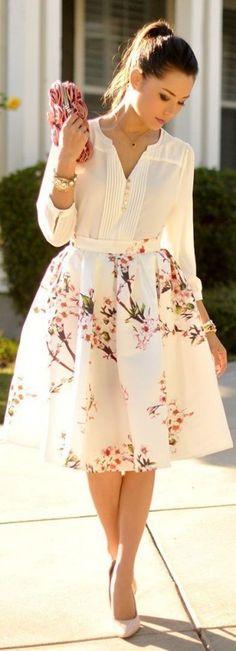 Midiröcke stylen: mädchenhaft mit Bluse und Pumps