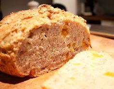 Hämmentäjä: Vaivaamaton aprikoosi-myslileipä. No-knead abricot and muesli bread.