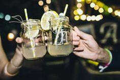 Diseño de jarra de brindis personalizada