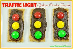 Traffic Light Graham Cracker Snacks - perfect for preschool transportation unit or car themed birthday party!  http://www.TheSeasonedMom.com
