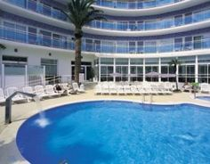 Recently renovated, the Maritim Hotel is located in the tourist area of Calella, facing the sea, overlooking Garbí beach and only minutes away from the shops and Calella town centre.