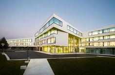 Gallery - The New Ergolding Secondary School / Behnisch Architekten + Behnisch Architekten & Architekturbüro Leinhäupl + Neuber - 6