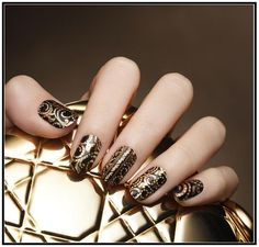 Look like a goddess with this nail design