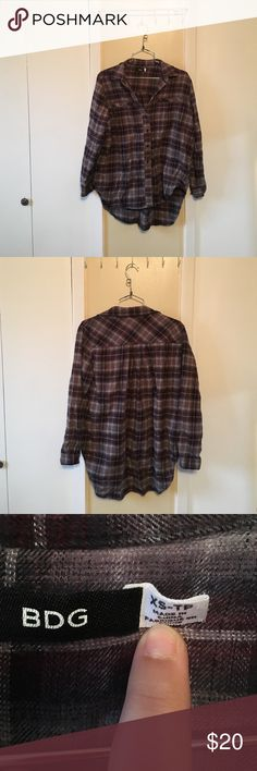 BDG High Low Flannel BDG High Low Flannel. Size XS. It's oversized though so it fits up to a medium and looks awesome!!! Get it before it's gone. Feel free to ask questions. BDG Tops Button Down Shirts