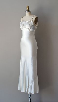 wedding dress /bias silk / Elegie by DearGolden Vintage Gowns, Mode Vintage, Vintage Outfits, Vintage Nightgown, Dress Vintage, 1930s Wedding, Wedding Gowns, Wedding Bride, 1930s Fashion