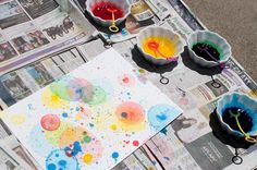 Popped Bubble Art: Simply color bubble mix with food coloring and blow bubbles onto paper. As the bubbles land and pop, they create beautiful works of art. A great kids activity for those lazy summer afternoons Pop Bubble, Bubble Art, Bubble Painting, Bubble Water, Diy With Kids, Art For Kids, Crafts To Do, Crafts For Kids, Projects For Kids