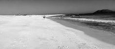 Desde las Islas Canarias  ..Fotografias  : Black and White ...Playa de Corralejo en Fuerteven...