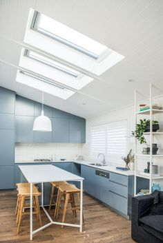 From Brick Box to Timeless Beach House - House Nerd Kitchen Chairs, Kitchen Shelves, Space Kitchen, Kyal And Kara, Pastel Interior, Table Extensible, Kitchen Trends, Kitchen Ideas, Kitchen Inspiration