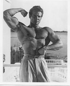 Steve Reeves in a publicity still. Bicep Muscle, Muscle Men, Muscle Power, Steve Reeves Workout, Biceps, Arnold Schwarzenegger Bodybuilding, Bodybuilding Pictures, Weight Loss Inspiration, Bodybuilding Motivation