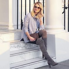 For smart stylish and smart looks, visit our company to get yourself pairs of Stuart Weitzman 5050 Boots. We sell these shoes worldwide and many including those in abroad countries to come for them…