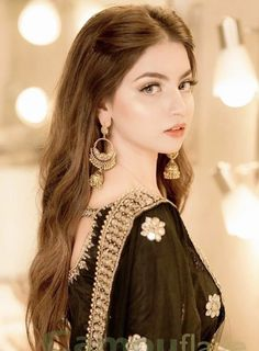 Sister Picture Poses, Sister Pictures, Profile Picture For Girls, Cool Girl Pictures, Girl Photos, Pakistan Fashion Week, Pakistan Street Style, Cute Girl Poses, Cute Girls
