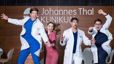 In aller Freundschaft - Die jungen Ärzte - Ben Albeck (Philipp Danne), Julia Berger (Mikro Pigulla), Dr. Niklas Ahrend (Roy Peter Link) & Elias Bähr (Stefan Ruppe)