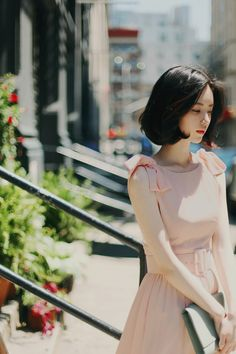 So pretty, her pink bow shoulder sleeveless dress + belt | Spring ready. #streetstyle