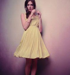 Jolie robe rétro http://urbangirl-mode.fr/tenue-bapteme/