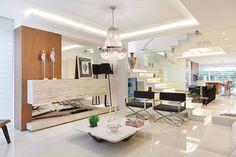Casa B+E : Salas de estar ecléticas por ANDRÉ PACHECO ARQUITETURA